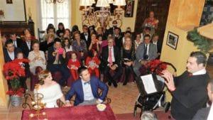 Salón del hotel con público listo para celebrar una boda en el Hotel Huerta Nazarí