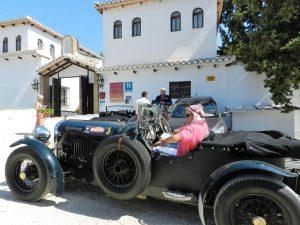 Celebración de un rallie de coches antiguos en el hotel.