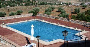 Vista de la piscina del Hotel Huerta Nazarí